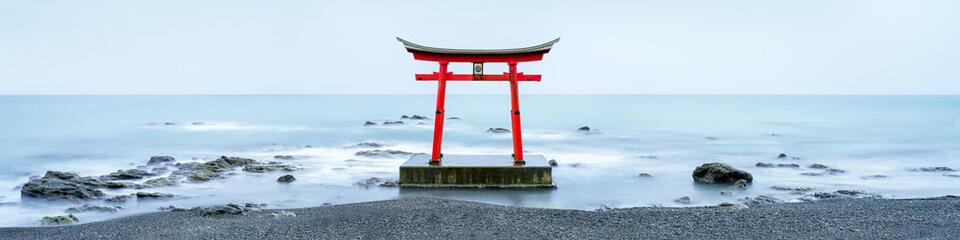 Fototapete - Japanisches Torii im Meer