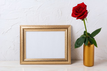 Landscape gold frame mockup with red rose in vase