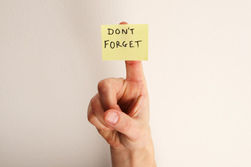 don't forget note on finger