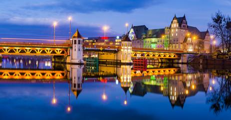 Obraz Panorama zabytkowej dzielnicy Szczecina, fotografia nocna - fototapety do salonu
