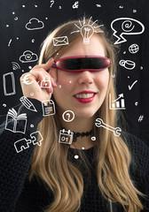 Junge Frau mit Cyberbrille -  Zukunft  der Ausbildung E-Learning
