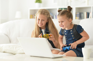 sisters play video game
