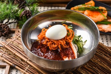 bibim naengmyeon. koreanstyle spicy cold noodles