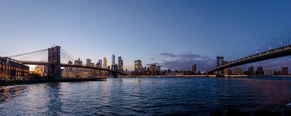 Fotomurales - Panoramic view of Manhattan and Brooklyn Bridge at sunset - New York, USA