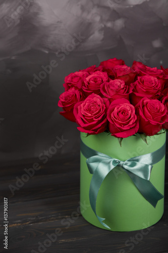 bouquet of delicate red roses in green gift box on dark grey rustic background home decor. Black Bedroom Furniture Sets. Home Design Ideas