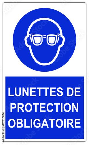 panneau de chantier lunettes de protection obligatoires photo libre de droits sur la banque. Black Bedroom Furniture Sets. Home Design Ideas