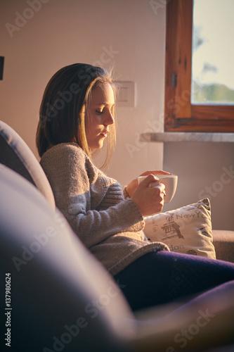 Ragazza beve the a casa al tramonto sul divano stock photo and royalty free images on fotolia - Pipi sul divano ...
