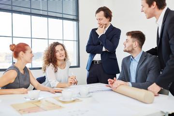Start-Up Team bei einer Besprechung