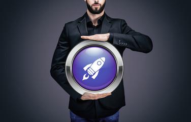 """Homme d'affaires tenant un cercle contenant le pictogramme """"Fusée"""""""
