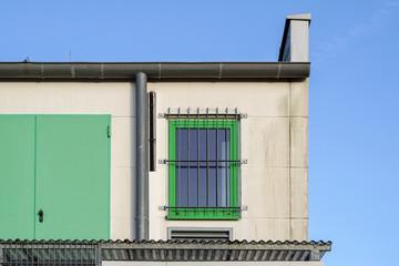 Altes Industriegebäude mit Fenster