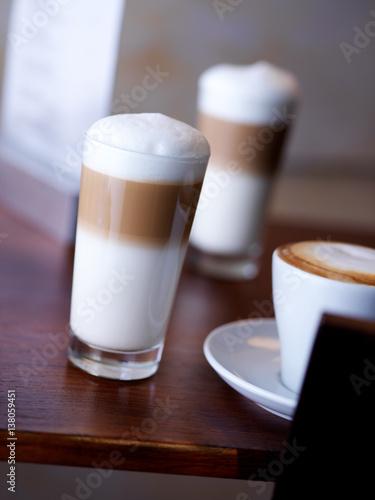latte macchiato stockfotos und lizenzfreie bilder auf bild 138059451. Black Bedroom Furniture Sets. Home Design Ideas