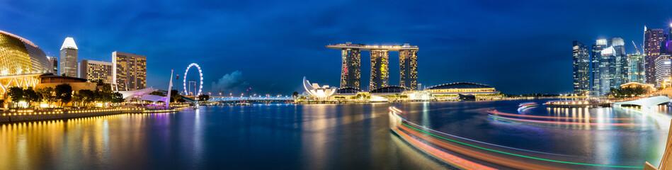 Singapur Marina und Skyline am Abend