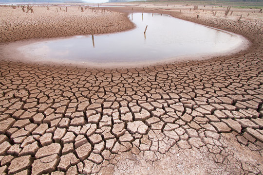 Climate change drought land and water in lake