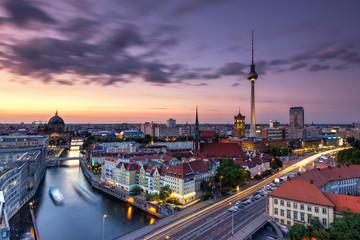 Berlin bei Nacht Skyline mit Fernsehturm
