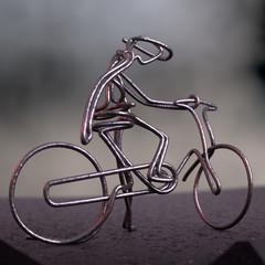 Cycliste en fil de fer