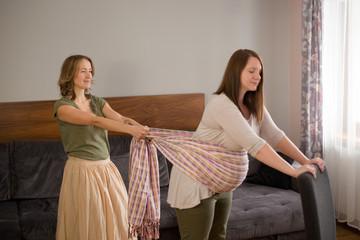 Fototapeta masaż chustą kobiety w ciąży obraz