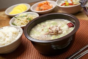 boiled chicken soup. dak gomtang.