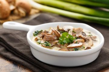 Rahmchampignons - mushrooms with cream sauce