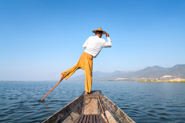 Intha Fischer auf dem Inle Lake in Myanmar