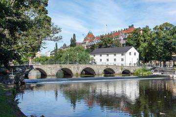 Kanslibron går över Svartön vid Örebro slott 1/16