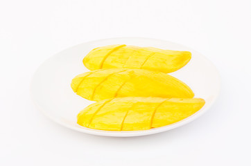 The ripe mangoes,peeled cut into slices ready to eat.A ripe mango will have a sweet taste and aroma,which many vitamins,and the body needs nutrients.