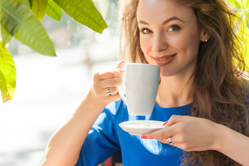 Attractive young woman drinking coffe in a coffee shop