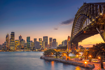 Poster de jardin Océanie Sydney. Cityscape image of Sydney, Australia with Harbour Bridge during summer sunset.