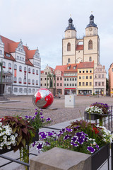 Erdkugel auf dem Rathausplatz