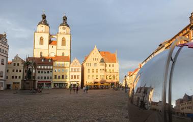 Marktplatz mit Spiegelkugel