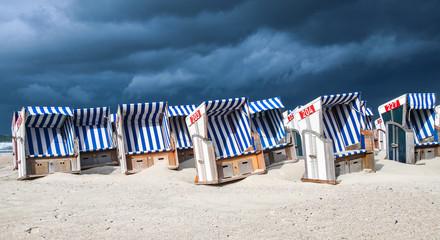 Fotobehang Noordzee Strandpanorama mit Strandkörben auf Norderney