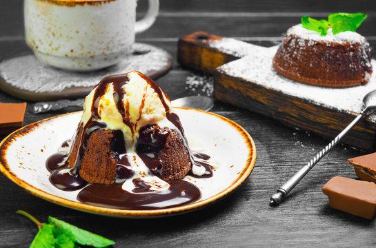 Chocolate lava cake (Molten)