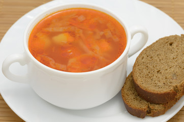 Soup borsch with rye bread .