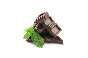 Fototapete - Broken chocolate pieces with mint leaves, isolated on white