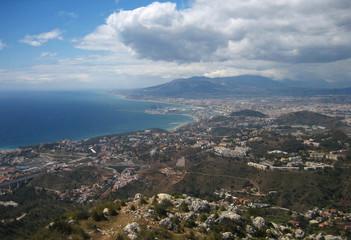 Málaga un día nublado, panorámica, paisaje.