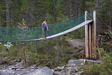 Brücke am Berg Lake Trail unter Mount Robson