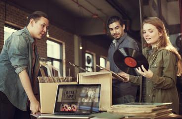 Spoed Foto op Canvas Muziekwinkel Vinyl Record Store Music Shopping Oldschool Classic Concept