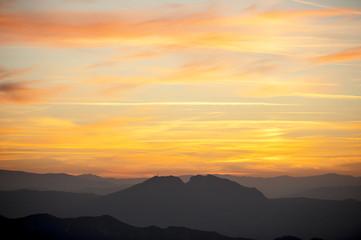 Tramonto sulle colline romagnole visto dalla Repubblica di San Marino