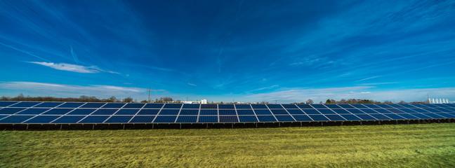 Panoramabild einer Solaranlage
