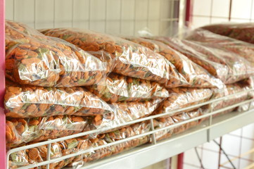 dry dog food plastic bag packing for sale in pet shop shelf