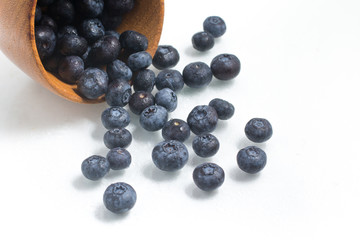 Fresh wet Blueberries into a bowl