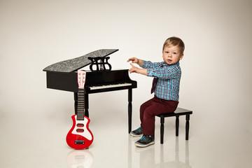 kleiner Star spielt Musik