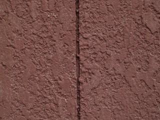 茶色の吹付けタイル塗装の壁