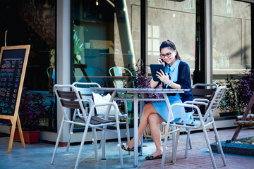 Young woman with smartphone in coffee shop