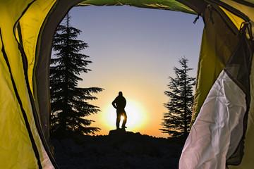 doğada kamp ve gündoğumu