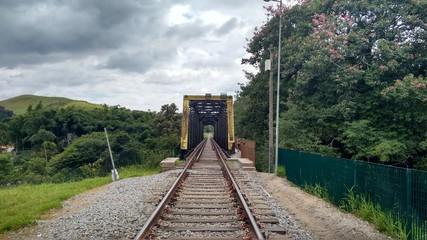 Antigo trilho de trem