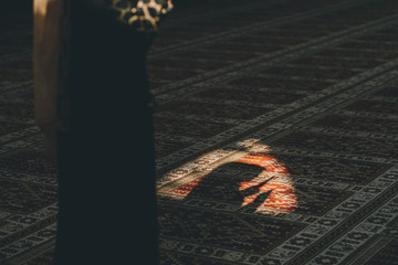 Muslim girl starts to pray
