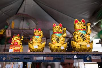 Golden lucky cat doll