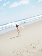 ビーチボールと女の子