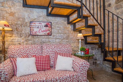 Casa con soppalco con camera da letto, soggiorno e cucina\