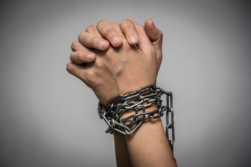 The woman's hands were tied up with a chain/concept. Date of cessation of the violence against women and children, international November 25.